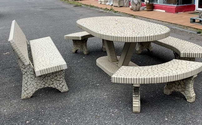 Important Garden furniture