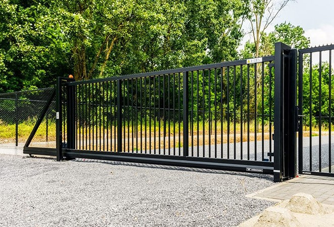 Industrial Secure fencing Along with Slipping Entrance